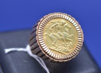 Lot 88 - A George V gold sovereign, 1926, in 9ct....