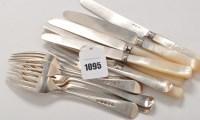 Lot 1095 - Six assorted George III/IV dessert forks,...