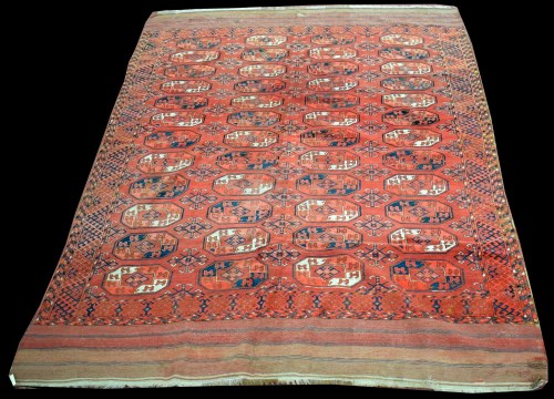 Lot 1340-A Tekke Turkoman carpet, the field decorated with ...