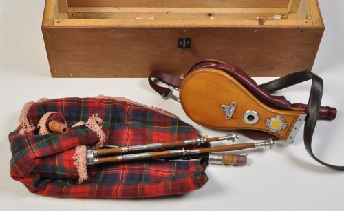 Lot 786 - A 20th Century set of Northumbrian small pipes,...