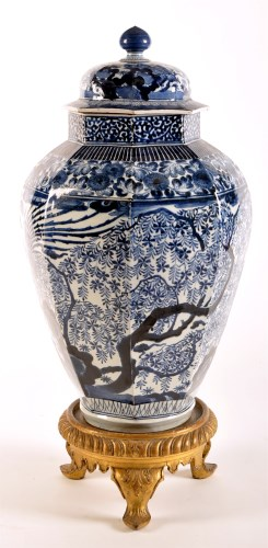 Lot 1291-Large Japanese blue and white Arita octagonal...