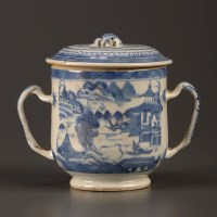 Lot 32 - A blue and white 'Caudle Cup' and cover,...