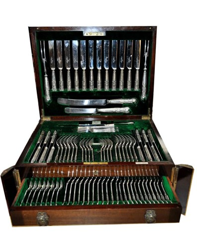 Lot 671-A George V canteen of flatware, by Walker & Hall, ...