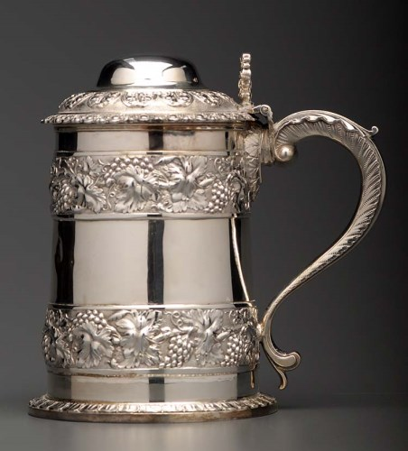 Lot 715-A George IV lidded tankard, by Rebecca Emes &...