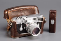 Lot 1211-A Leica M2, serial no. 1012507 fitted Summicron...