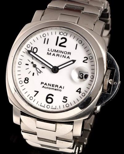 Lot 825-Panerai Luminor Marina Automatic: a stainless...