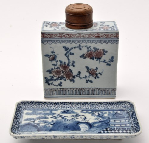 Lot 598-Large Chinese blue and underglaze red tea...