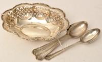 Lot 434 - A set of six Edwardian silver dessert spoons,...