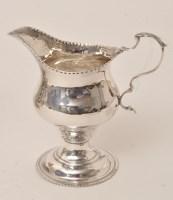 Lot 453 - A George III silver cream jug, by John King,...