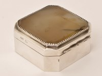 Lot 463 - A George III silver and agate box, by Andrew...