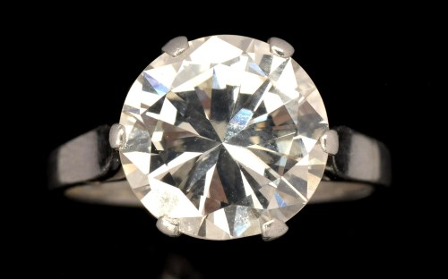 Lot 588-A single stone solitaire diamond ring, the...