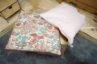 Lot 11 - A quantity of miscellaneous scatter cushions.
