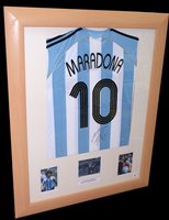 Lot 87 - An Argentina replica football shirt signed by...