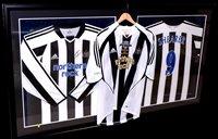 Lot 94 - An Alan Shearer No.9 Newcastle United replica...