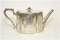 Lot 607 - Victorian silver teapot
