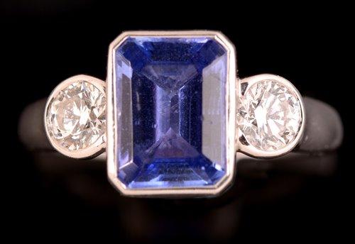 Lot 758 - A tanzanite and diamond ring