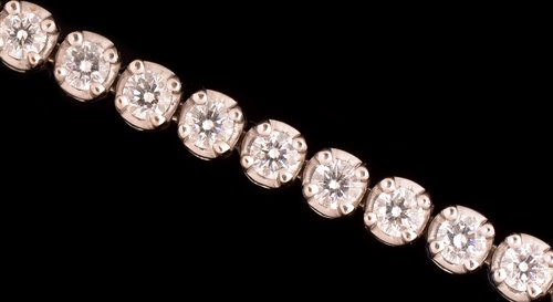 Lot 731-Diamond bracelet