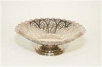 Lot 568 - A silver cake basket