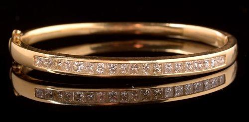 Lot 749-Diamond bangle