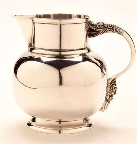 Lot 581-Goldsmiths and Silversmiths jug