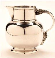 Lot 581 - Goldsmiths and Silversmiths jug