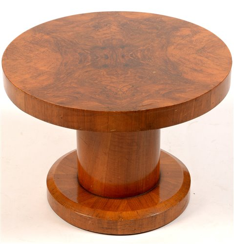 Lot 1114 - A mid 20th Century walnut veneered occasional table.