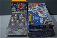Lot 1577 - Space pinball and other games