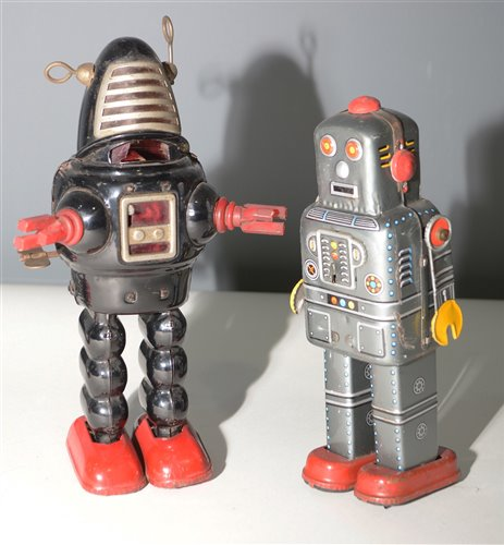Lot 1047-Two tin plate robots