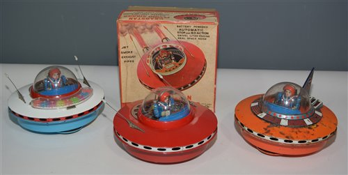 Lot 1085 - Flying Saucers
