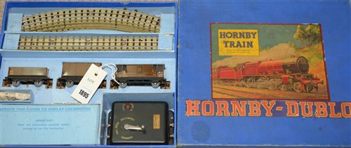 Lot 1895-A Hornby Dublo Train Set.