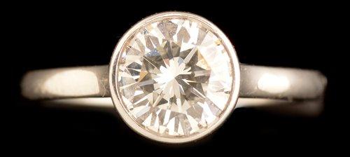 Lot 524 - Single stone diamond ring