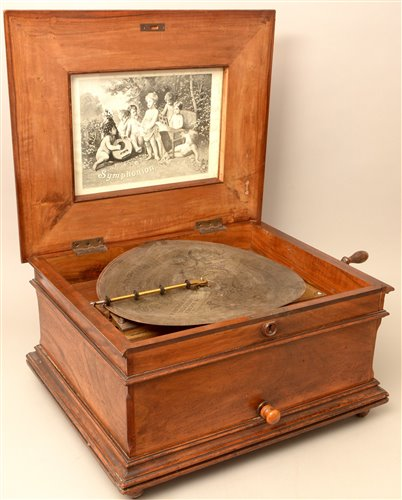 Lot 132-An Imperial symphonion disc musical box and discs.