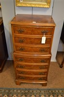 Lot 1156 - chest of drawers