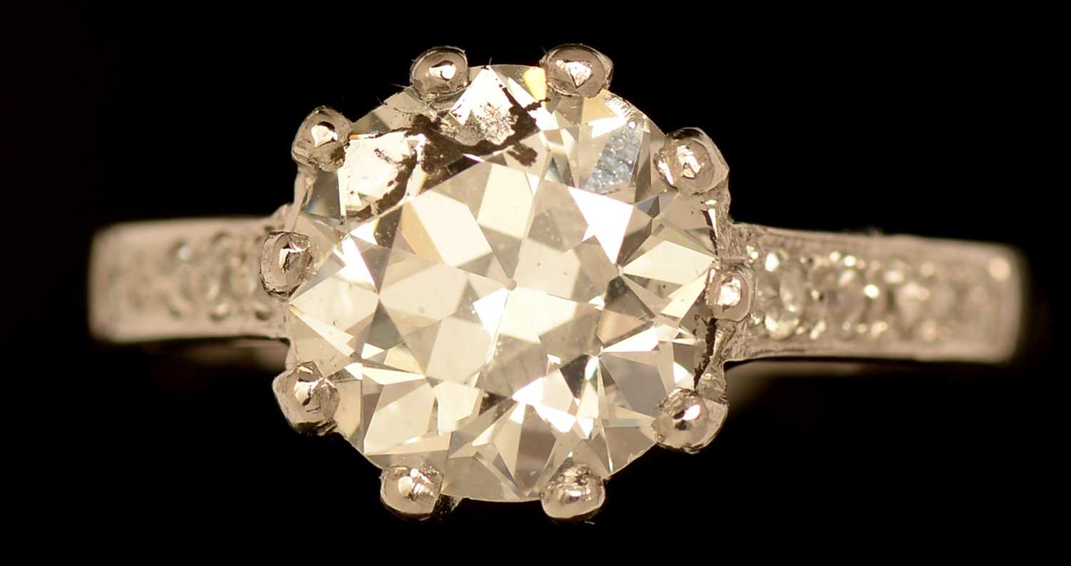 Lot 634-Single stone diamond ring