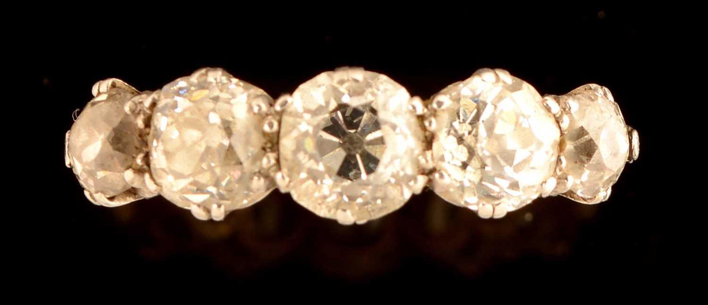 636 - Five stone diamond ring
