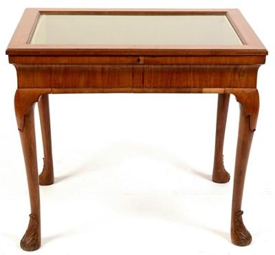 Lot 769 - A bijouterie table.