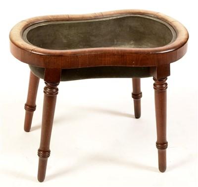 Lot 770 - An oval mahogany bidet with zinc liner.