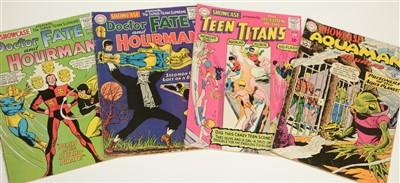 Lot 1424 - Showcase Presents Comics