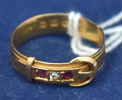 Lot 22-18ct gold ring