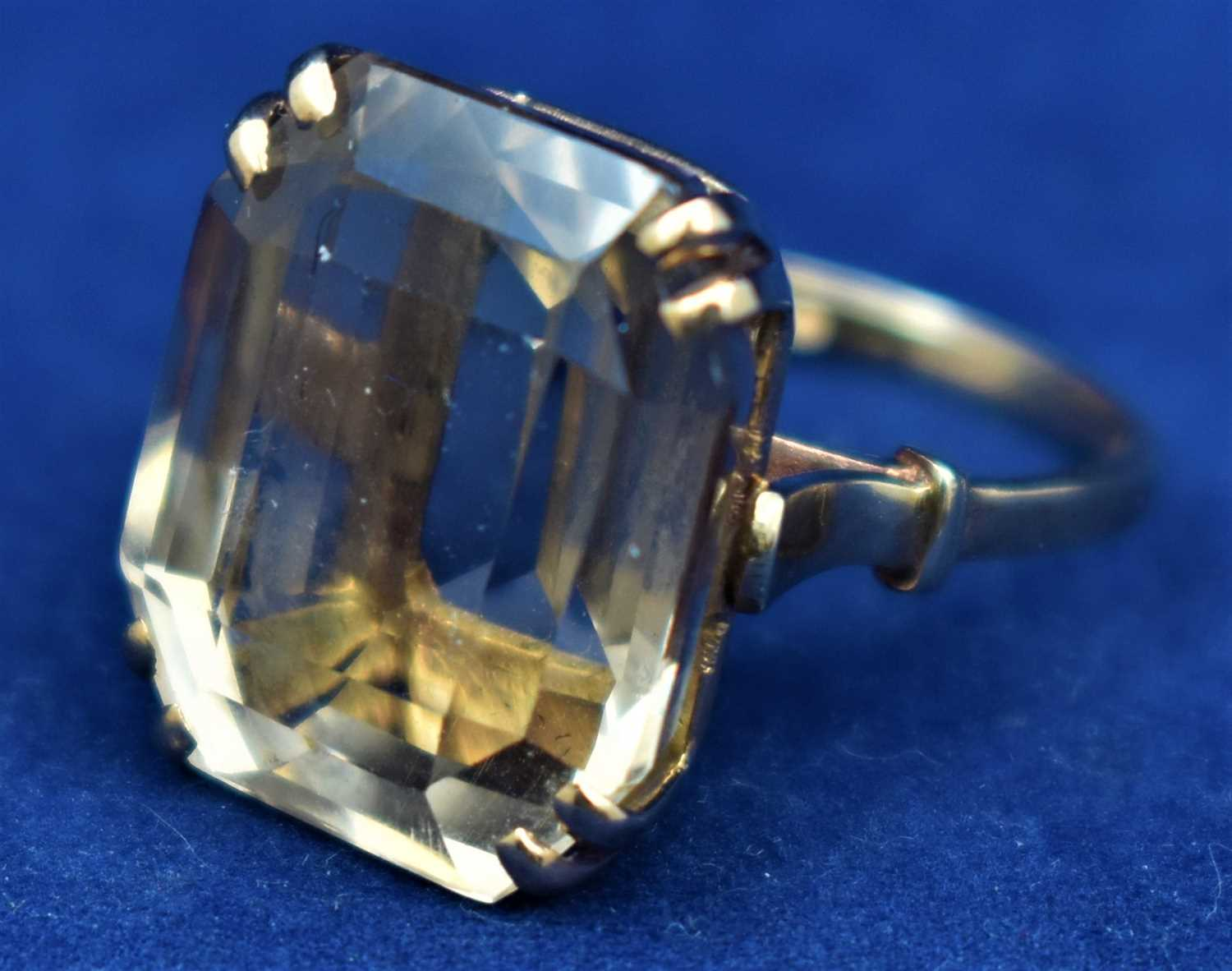 Lot 4-9ct gold and quartz ring