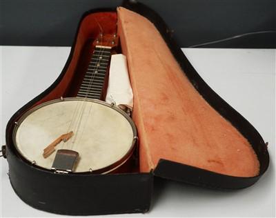 Lot 88 - A banjolele.