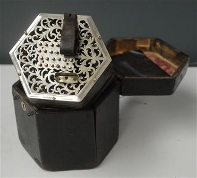 Lot 87 - English system concertina