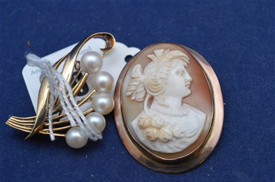 Lot 19-Two brooches