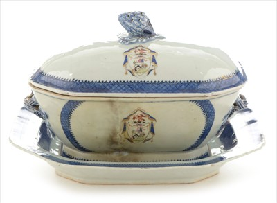 Lot 471-Chinese armorial export tureen cover and stand, crest of Mounsel