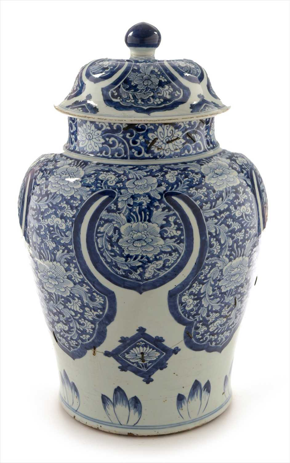 Lot 463-Chinese blue and white vase cover and stand