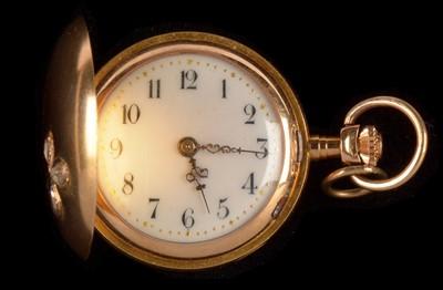 Lot 53 - Fob watch set diamond shamrock