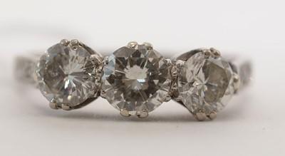 Lot 59 - Three stone diamond ring