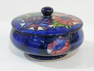 Lot 905-Moorcroft bowl and cover