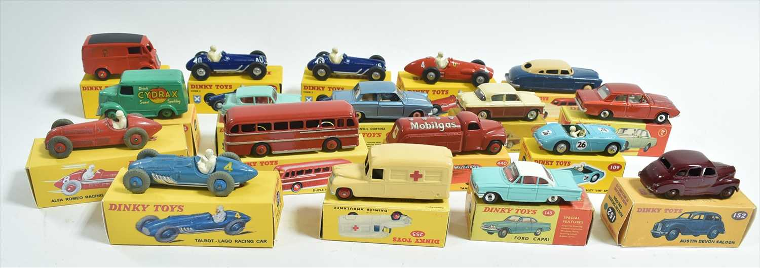 Lot 194 - Dinky vehicles