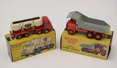 Lot 205 - Budgie trucks